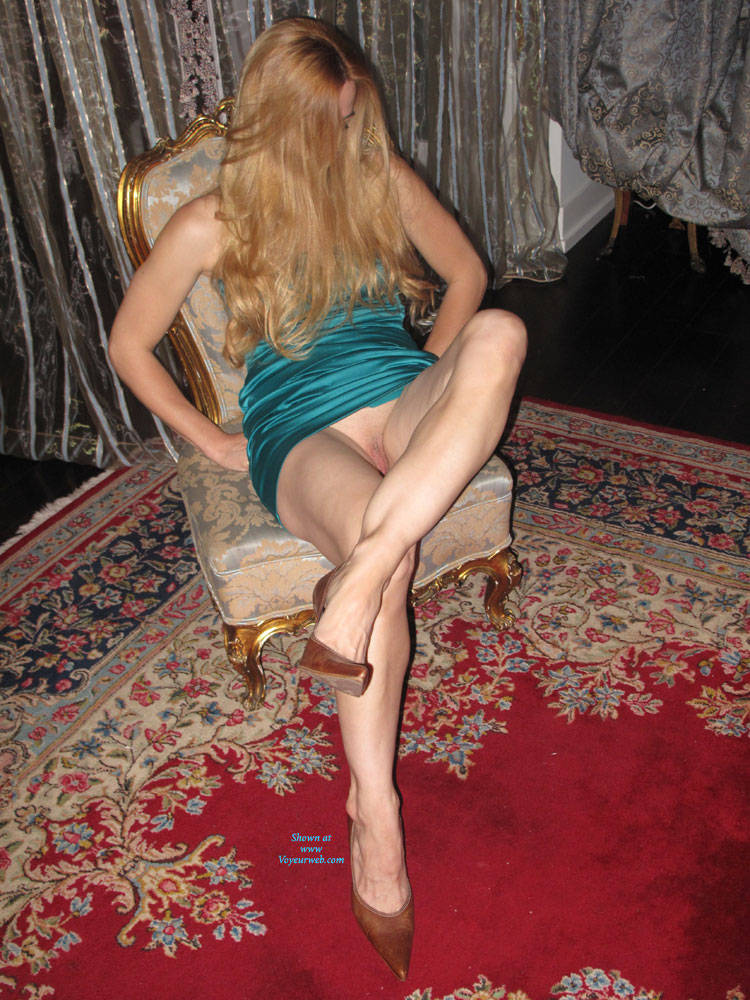 Pic #1 - Hot Sexy Legs In Mini Dress And Heels - Heels, Long Legs, Shaved, Dressed