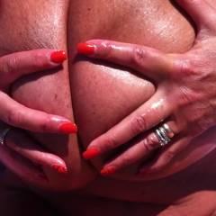 Mi Spalmo la Crema - Beach, Big Tits, Masturbation, Shaved