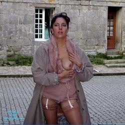 Lucie dans une rue Bretonne - Brunette, Flashing, Public Exhibitionist, Public Place