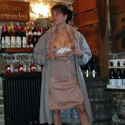 A la Cave - Brunette, Flashing, Public Exhibitionist, Public Place