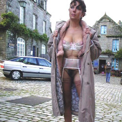 A Poil !!!! - Brunette, Flashing, Lingerie, Public Exhibitionist, Public Place, Bush Or Hairy