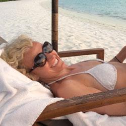 Shy In Paradies - Beach, Bikini Voyeur, Blonde