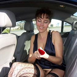 Masturbation sur un Parking 2 - Brunette, Masturbation, Outdoors, Toys, Lingerie