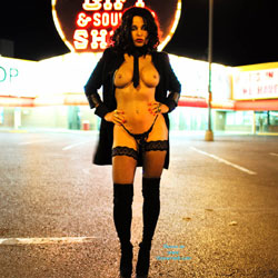 Las Vegas Flashing - Big Tits, Brunette, Flashing, Lingerie, Public Exhibitionist, Public Place