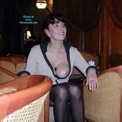 Nuit A l'Hatel - Brunette, Flashing, High Heels Amateurs, Lingerie, Public Exhibitionist, Public Place