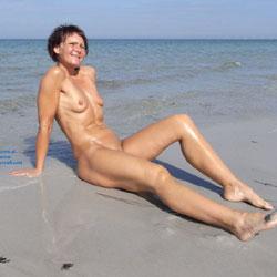 My Heart At The Beach - Beach, Brunette