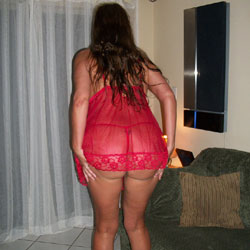 Milf In Red Lace - Brunette, High Heels Amateurs, Lingerie