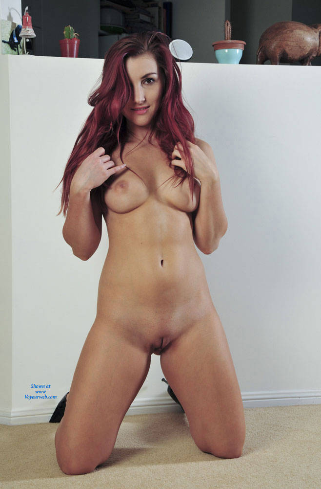 Pic #1 - Floorplay - Redhead , Sophie Playing Around On The Floor For Her Fans :-)