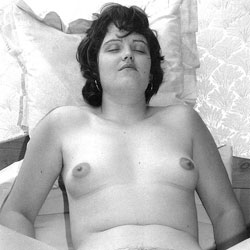 Zara Bush Posing Naked For The First Time - More 02 - Brunette, GF, Bush Or Hairy