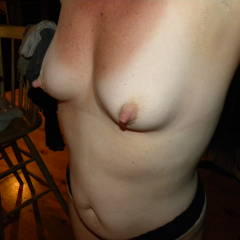 Medium tits of my wife - Amber