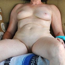 Sara Posing - Big Tits, Shaved