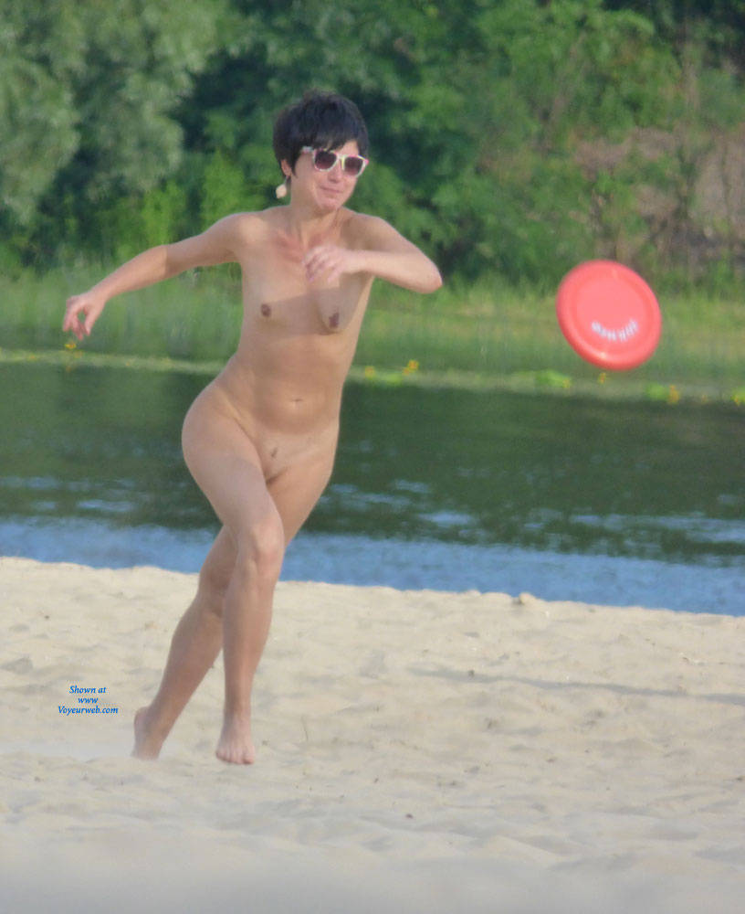 Pic #1 - Naked Sports - Brunette Hair, Beach Voyeur , Woman Playing Frisbee On The Beach