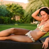Day in Dubai - Bikini Voyeur, Brunette