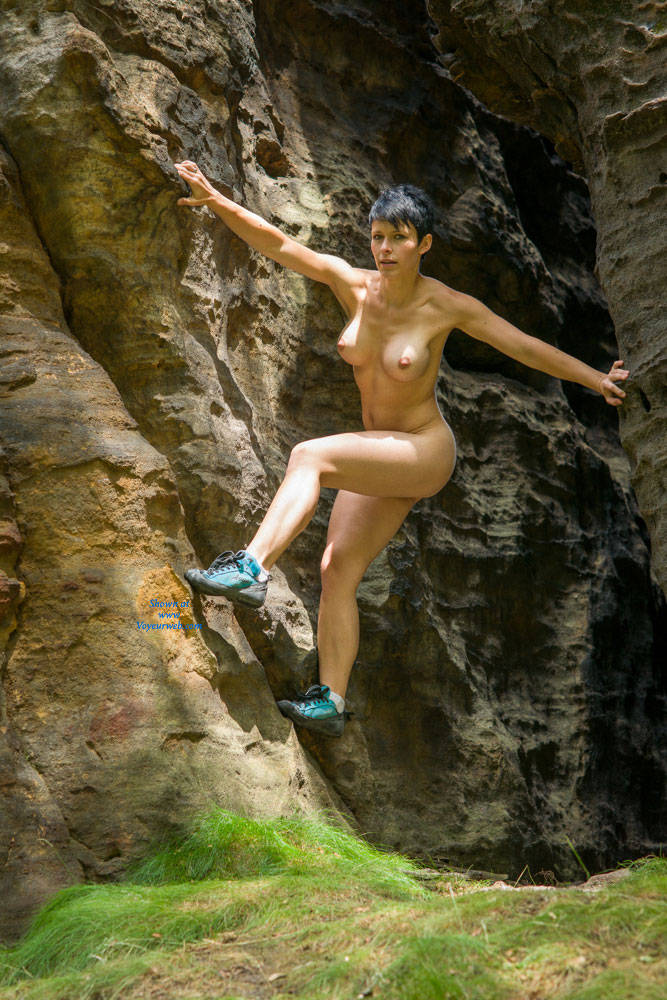 female-nude-climbing