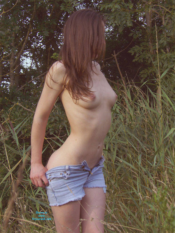 Pic #1 - The Picking - Nude In Public, Strip , When It Is Warm, I Cannot Refrain From Leaving My Clothes.