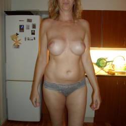 Medium tits of my girlfriend - Claudia