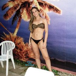 Loira Tesuda - Bikini Voyeur
