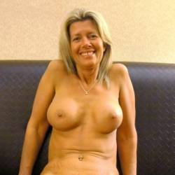 Medium tits of my girlfriend - Elizabeth