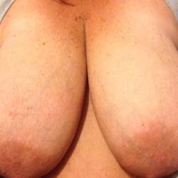 Large tits of my wife - Chesty