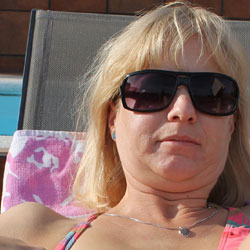 Susis Flashing By The Hotel Pool! - Blonde