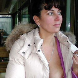 Lucie le Retour - Brunette, Flashing, Public Exhibitionist, Public Place