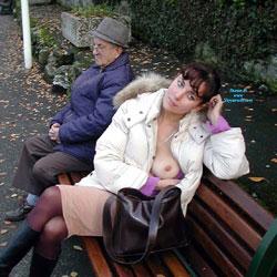 Avec un Papi, le Pauvre !!!!! - Big Tits, Flashing, Public Exhibitionist, Public Place