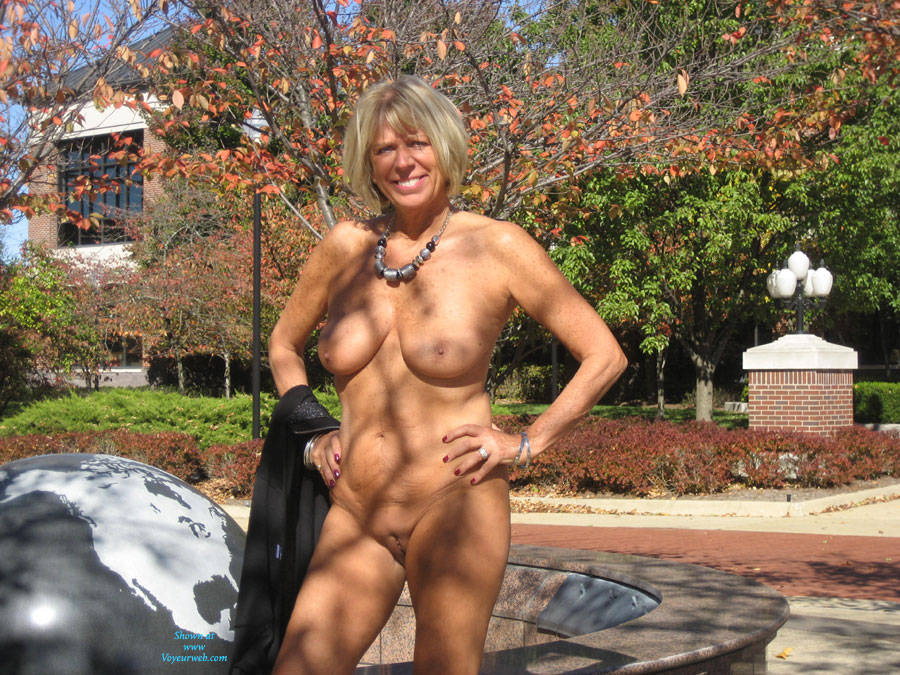 Hotnsexydi Outdoors - Big Tits, Blonde Hair, Exposed In Public, Nude In Public, Shaved , It Was A Beautiful Fall Day So I Decided To Take Some Pictures In Front Of This Office Building.