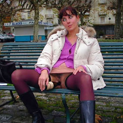 Les Amoureux sur les Bancs Publics Bancs Publics - Flashing, Public Exhibitionist, Public Place