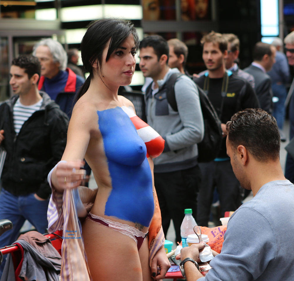 Pic #6 Times Square NYC Girls - Big Tits, Brunette