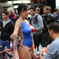 Times Square NYC Girls - Big Tits, Brunette Hair , There Is An Influx Of Girls In Times Square Almost Daily Walking Around With Painted Tits And Bodies. I Caught This One Getting Her Paint Applied.