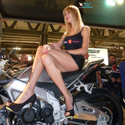 Moto And Shoes - High Heels Amateurs