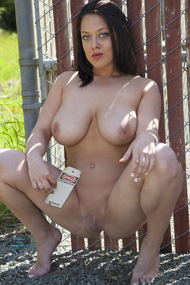 Pic #9 Dangerous Sue - Shaved, Brunette, Big Tits
