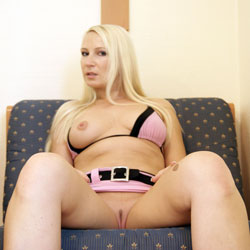 Hotel Shoot - Big Tits, Blonde