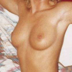 Medium tits of my girlfriend - Angle