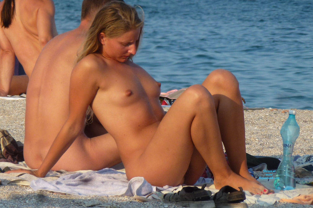 Tall Slim Blonde - Beach Voyeur , Couple Of Days This Young Girl Give A Nice Live-show On Nude Beach With Her Athletic Body, Long Legs And ... Sucking Lollipop! ;-)