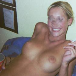 Medium tits of my wife - Carly