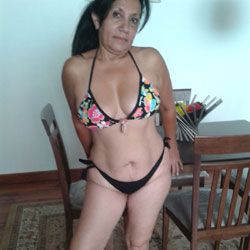 Chica Tremenda 2 - Bikini Voyeur, Brunette