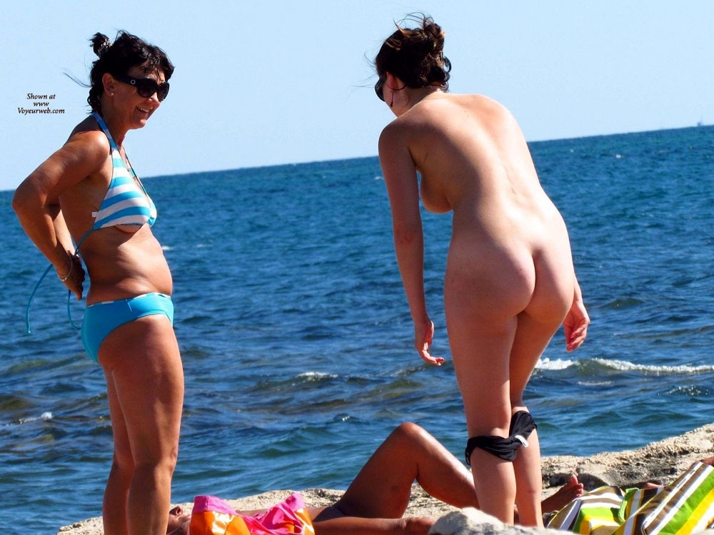 Beach undressing voyeur