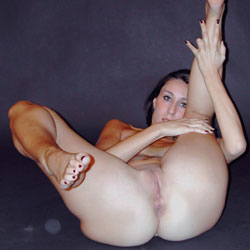 Naked women with feet and pussy