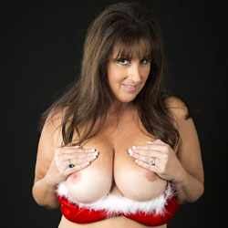 Xmas Kitten - Big Tits, Brunette Hair, Hairy Bush
