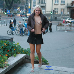 Justyna Flashing - Big Tits, Blonde, Flashing, Public Exhibitionist, Public Place