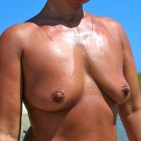 Medium tits of my wife - Mat