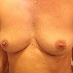 Medium tits of my wife - Belle69