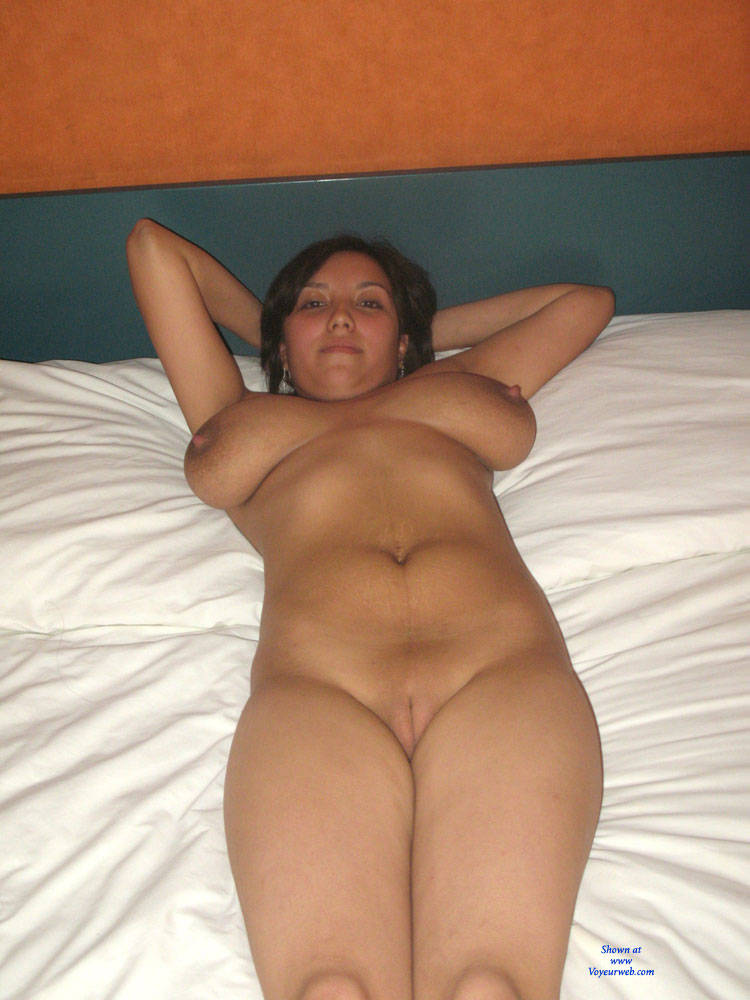Hot naked amateur wife