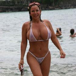 Random Models On Beach - Beach