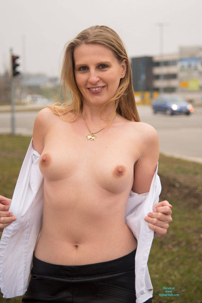 Bri Near The Road - Exposed In Public, Nude In Public, Shaved , Blonde, Nude, Horny, Babe, Nude In Public, Small Tits