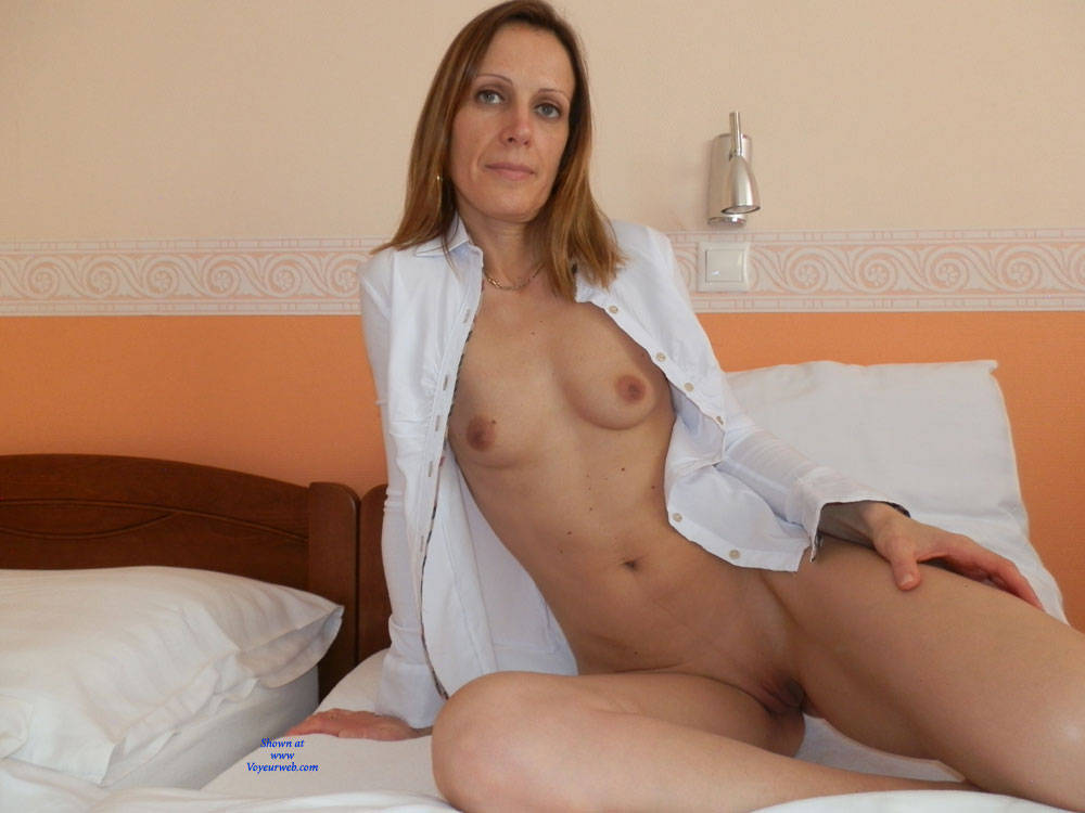 Pic #1 - After Waking - Perfect Tits, Shaved , White Girl, Ass, Nude, Shaved Pussy