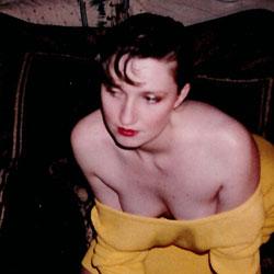 Non Nude Show - Brunette
