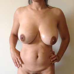 Milfy Veronica Showing Bush - Big Tits, Bush Or Hairy