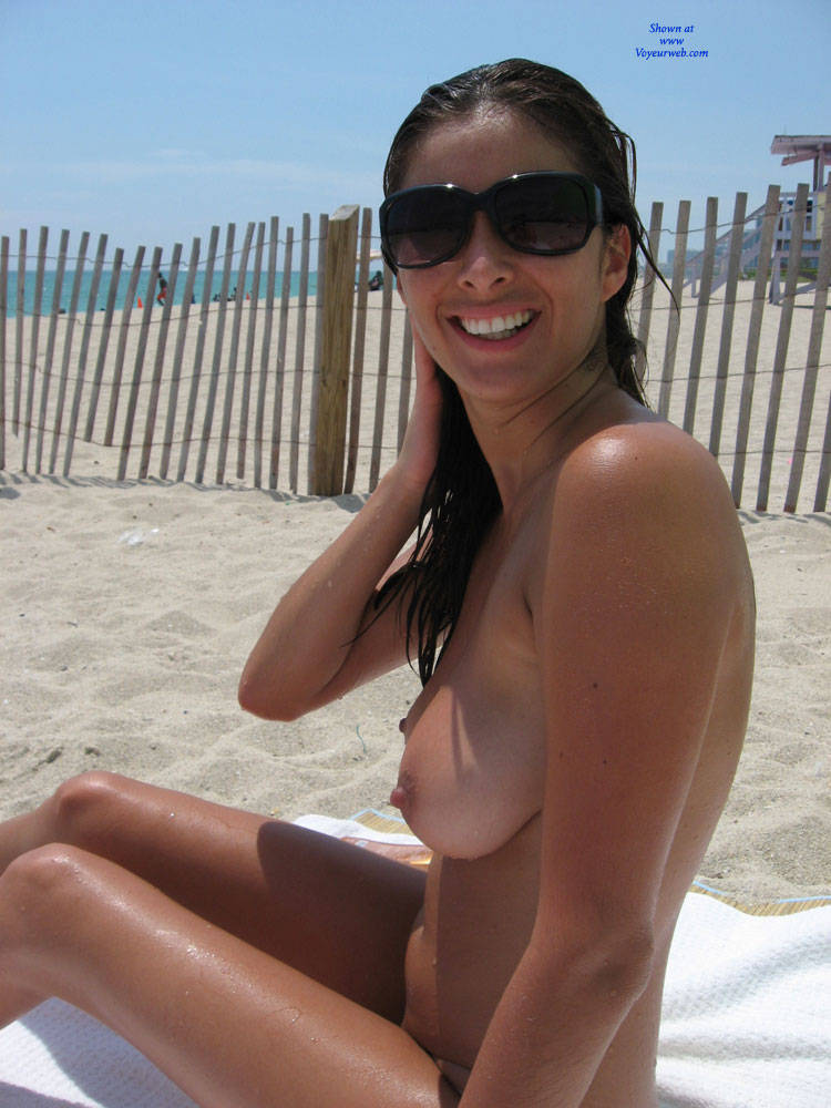 Can young woman nude beach
